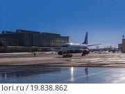 Купить «Авиационный тягач буксирует пассажирский самолет из ангара на взлетную полосу аэродрома», фото № 19838862, снято 18 февраля 2015 г. (c) Алексей Клим / Фотобанк Лори