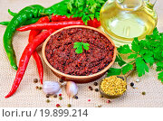 Adjika with hot pepper and oil on burlap. Стоковое фото, фотограф Zoonar/kostrez / easy Fotostock / Фотобанк Лори