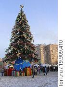 Купить «Новогодняя елка на Поклонной Горе в Москве», эксклюзивное фото № 19909410, снято 3 января 2016 г. (c) Алексей Гусев / Фотобанк Лори