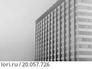 High-rise building in dense fog. Стоковое фото, фотограф Zoonar/Dierk Steindo / easy Fotostock / Фотобанк Лори