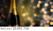 Купить «close up of champagne bottle with blank label», фото № 20091734, снято 18 ноября 2015 г. (c) Syda Productions / Фотобанк Лори