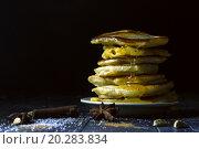 Блины с медом. Стоковое фото, фотограф Daodazin / Фотобанк Лори