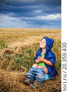 Купить «child is sitting in a field on the pot», фото № 20359430, снято 15 августа 2012 г. (c) easy Fotostock / Фотобанк Лори