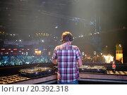 Купить «MOSCOW - APR 05, 2014: DJ spinning the decks at the Trancemission in Stadium Live, view from the back», фото № 20392318, снято 5 апреля 2014 г. (c) Losevsky Pavel / Фотобанк Лори