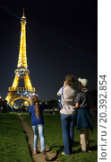 Купить «FRANCE, PARIS - 09 SEP, 2014: Mother with her children (with model releases) are standing near the Eiffel tower.», фото № 20392854, снято 9 сентября 2014 г. (c) Losevsky Pavel / Фотобанк Лори