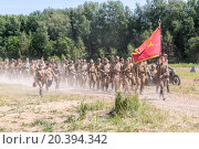 Купить «NELIDOVO, RUSSIA- JULY 12, 2014: Battlefield 2014: large group of Soviet soldiers going along the dusty road», фото № 20394342, снято 12 июля 2014 г. (c) Losevsky Pavel / Фотобанк Лори