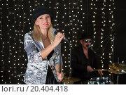 Купить «Lead singer stands at microphone in studio with drum set», фото № 20404418, снято 2 апреля 2014 г. (c) Losevsky Pavel / Фотобанк Лори