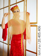 Купить «Young woman in red Andalusian costume hides face behind shawl», фото № 20405406, снято 7 мая 2014 г. (c) Losevsky Pavel / Фотобанк Лори