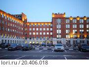 Купить «Car parking in courtyard of building built of red bricks at evening», фото № 20406018, снято 1 января 2014 г. (c) Losevsky Pavel / Фотобанк Лори