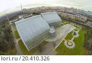 Купить «MOSCOW - OCT 23: View from unmanned quadrocopter to futuristic glass building of Main Greenhouse Botanical Garden against horizon on October 23, 2013 in Moscow, Russia.», фото № 20410326, снято 23 октября 2013 г. (c) Losevsky Pavel / Фотобанк Лори