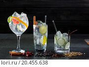 Купить «Gin tonic varied cocktails with lima cucumber and grapefruit and spices», фото № 20455638, снято 23 января 2013 г. (c) easy Fotostock / Фотобанк Лори