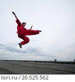 Купить «Shaolin warriors wushoo man in red practice martial art outdoor. Kung fu», фото № 20525562, снято 10 августа 2011 г. (c) easy Fotostock / Фотобанк Лори