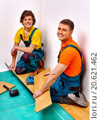 Купить «Men laying parquet at home», фото № 20621462, снято 17 ноября 2013 г. (c) Gennadiy Poznyakov / Фотобанк Лори