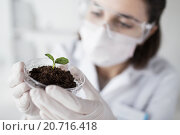 Купить «close up of scientist with plant and soil in lab», фото № 20716418, снято 9 декабря 2014 г. (c) Syda Productions / Фотобанк Лори
