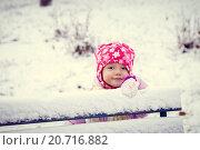 Первый снег. Портрет девочки в парке. Стоковое фото, фотограф Корнеева Ирина Владимировна / Фотобанк Лори