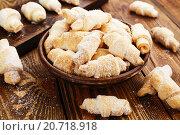 Купить «Домашнее печенье в форме рогаликов», фото № 20718918, снято 18 января 2016 г. (c) Надежда Мишкова / Фотобанк Лори
