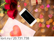 Купить «close up of smartphone, gift, red roses and hearts», фото № 20731738, снято 10 декабря 2015 г. (c) Syda Productions / Фотобанк Лори
