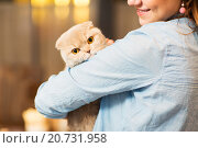 Купить «happy woman holding scottish fold cat at home», фото № 20731958, снято 1 декабря 2015 г. (c) Syda Productions / Фотобанк Лори