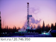 Купить «An image of a working drill rig in an early morning sunrise background in western Alberta, Canada.», фото № 20746950, снято 24 декабря 2018 г. (c) age Fotostock / Фотобанк Лори