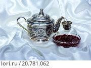 Чайник с ситичком и варенье. Стоковое фото, фотограф Sergey Borisov / Фотобанк Лори