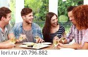 Купить «Happy friends eating sushi», видеоролик № 20796882, снято 27 июня 2019 г. (c) Wavebreak Media / Фотобанк Лори