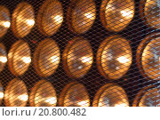 Лампы за сеткой. Стоковое фото, фотограф Сергей Блинов / Фотобанк Лори