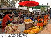 Купить «Hmong market, Luang Prabang, northern Laos, Southeast Asia.», фото № 20842706, снято 2 апреля 2015 г. (c) age Fotostock / Фотобанк Лори