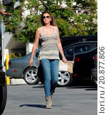 Купить «Model Daisy Fuentes flaunts her famous curves at the age of 48 while out shopping with her new boyfriend singer Richard Marx. The new couple were seen...», фото № 20877806, снято 28 апреля 2015 г. (c) age Fotostock / Фотобанк Лори