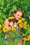 Девушка ухаживает за цветами в саду, эксклюзивное фото № 20905114, снято 23 июля 2011 г. (c) Юрий Морозов / Фотобанк Лори