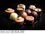 Купить «various chocolate pralines», фото № 20924250, снято 20 мая 2019 г. (c) PantherMedia / Фотобанк Лори