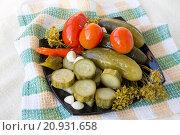 Купить «Маринованные овощи на тарелке», фото № 20931658, снято 21 января 2016 г. (c) Дудакова / Фотобанк Лори