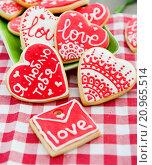 Печенья в форме валентинок. Стоковое фото, фотограф Елена Поминова / Фотобанк Лори