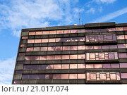 Купить «Building reflecting sunlight in Nijmegen, The Netherlands, Europe.», фото № 21017074, снято 16 июля 2018 г. (c) age Fotostock / Фотобанк Лори