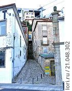 Купить «Oporto (Portuguese, Porto) is the second largest city in Portugal, after Lisbon. It has 237,559 inhabitants (2011). Contornan the core of the city of Porto...», фото № 21048302, снято 27 июня 2015 г. (c) age Fotostock / Фотобанк Лори