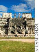 Купить «Temple of Warriors, Chichen Itza, Yucatan, Mexico», фото № 21084006, снято 7 февраля 2015 г. (c) age Fotostock / Фотобанк Лори