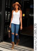 Купить «Alesha Dixon leaving the BBC Radio 2 studios Featuring: Alesha Dixon Where: London, United Kingdom When: 19 Jun 2015 Credit: WENN.com», фото № 21085370, снято 19 июня 2015 г. (c) age Fotostock / Фотобанк Лори