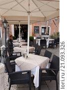 Купить «Fai Acentro Bar, Accademia Bridge, Venice, Italy.», фото № 21093326, снято 12 ноября 2001 г. (c) age Fotostock / Фотобанк Лори