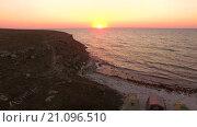 Купить «Палатки на пляже Тарханкут, побережье на закате, Крым», видеоролик № 21096510, снято 6 октября 2015 г. (c) Tatiana Kravchenko / Фотобанк Лори