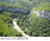 Железная дорога в ущелье в горах Болгарии. Стоковое фото, фотограф Фёдор Ромашов / Фотобанк Лори