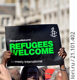 Купить «London 12th Sept 2015. ´Refugees Welcome Here´ rally, marching from Marble Arch to Parliament Square, where thousands were adressed by speakers including...», фото № 21101402, снято 12 сентября 2015 г. (c) age Fotostock / Фотобанк Лори