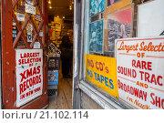 Купить «New York City, USA, Vintage Record Store, Bleecker Street, Shop Front, Open Door, Greenwich Village, Signs», фото № 21102114, снято 20 сентября 2012 г. (c) age Fotostock / Фотобанк Лори