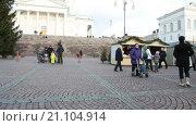 Купить «Большая Рождественская елка на Сенатской площади в центре город Хельсинки, Финляндия», видеоролик № 21104914, снято 24 января 2016 г. (c) Кекяляйнен Андрей / Фотобанк Лори