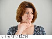 Купить «Adult woman with a sore throat on light background», фото № 21112786, снято 25 января 2016 г. (c) Володина Ольга / Фотобанк Лори