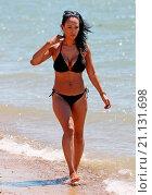 Купить «TV Presenter and former So Solid Crew member Lisa Maffia enjoying the sunshine at Chalkwell Beach in Essex Featuring: Lisa Maffia Where: Essex, United Kingdom When: 30 Jun 2015 Credit: WENN.com», фото № 21131698, снято 30 июня 2015 г. (c) age Fotostock / Фотобанк Лори