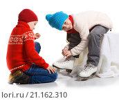 Купить «Happy children in the skate rink, isolated on white», фото № 21162310, снято 24 января 2016 г. (c) Владимир Мельников / Фотобанк Лори