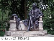 Купить «Neuruppin, Fontanedenkmal», фото № 21185942, снято 20 октября 2019 г. (c) age Fotostock / Фотобанк Лори