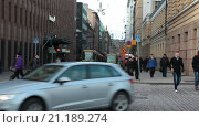 Купить «Городские трамваи на улице Aleksanterinkatu, остановка около Сенатской площади. Хельсинки, Финляндия», видеоролик № 21189274, снято 25 января 2016 г. (c) Кекяляйнен Андрей / Фотобанк Лори