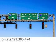 Купить «Overhead signs on US 120 in Portland OR leading to I-5 North or South.», фото № 21305474, снято 18 июля 2015 г. (c) age Fotostock / Фотобанк Лори