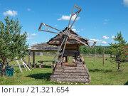 Купить «Беседка в виде ветряной мельницы на детской площадке», фото № 21321654, снято 5 августа 2015 г. (c) Pukhov K / Фотобанк Лори