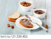 Купить «Slice of bread with chocolate cream», фото № 21330402, снято 20 ноября 2013 г. (c) Tatjana Baibakova / Фотобанк Лори